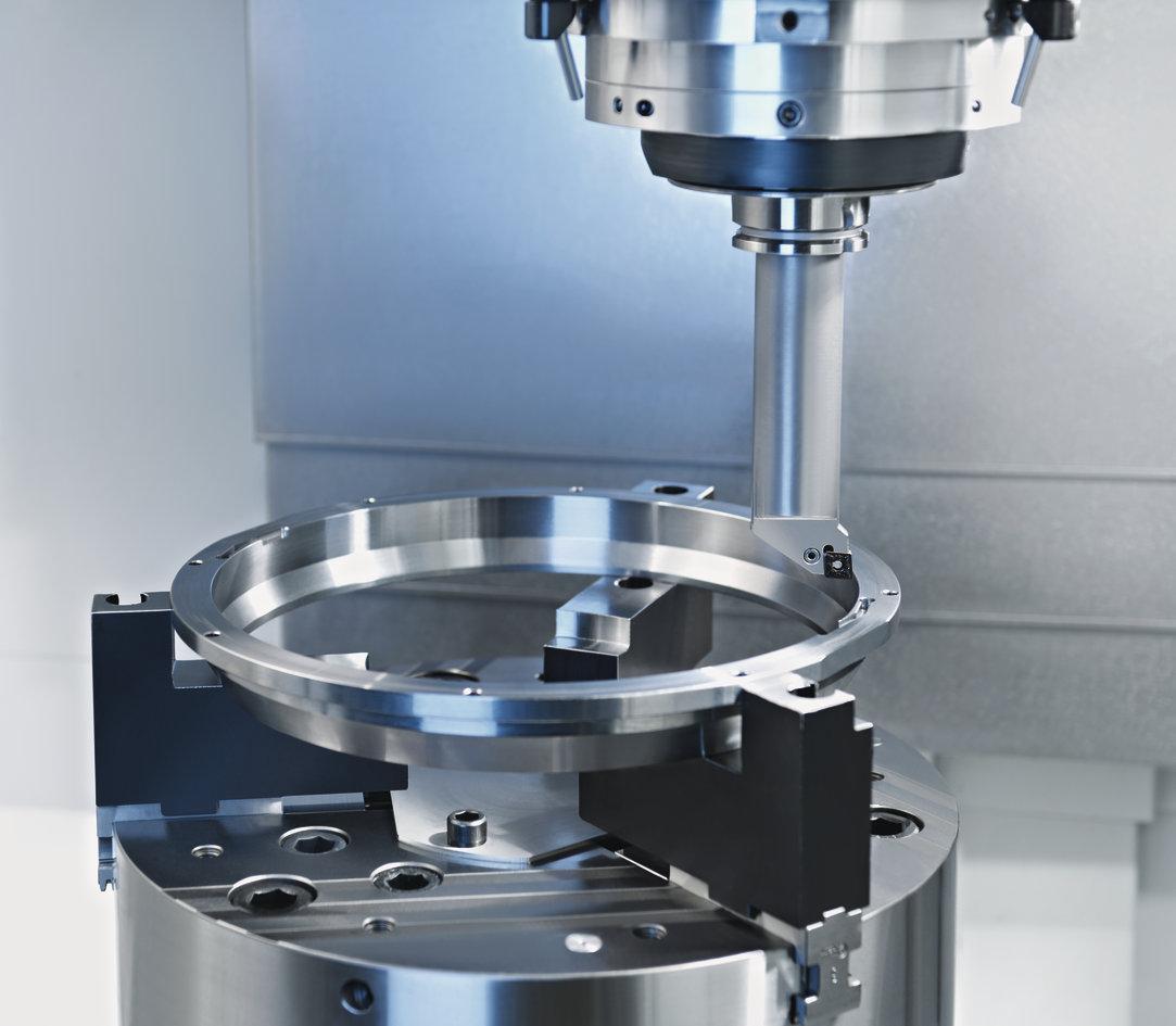 Vmc 450 4를 사용한 효율적인 대형 부품 가공 Emag Group